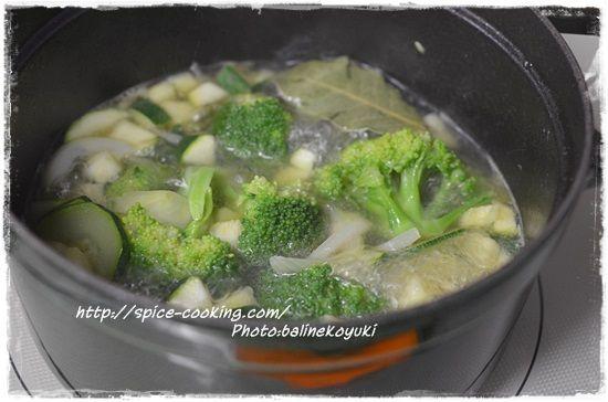 ズッキーニとブロッコリーのスープ1
