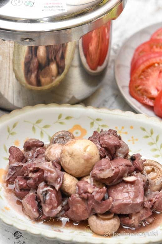鶏もも肉の赤ワイン煮