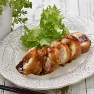 フライパンで作る鶏チャーシュー|煮汁で焦がしにんにくソース