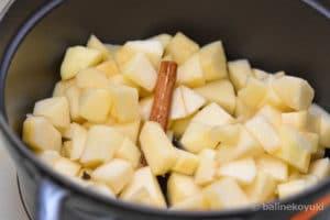 りんごを煮る