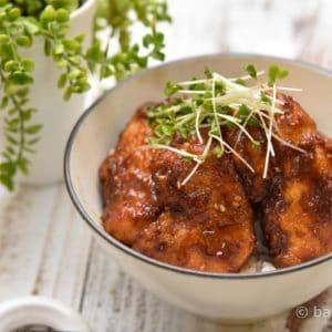 大満足!鶏むね肉のゴマ照り焼き丼|むね肉を柔らかく仕上げるポイント