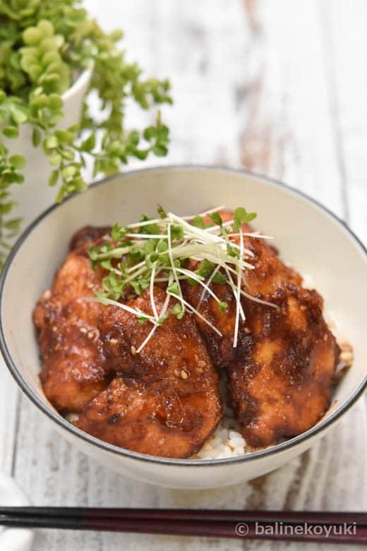 鶏むね肉のごま照り焼き丼