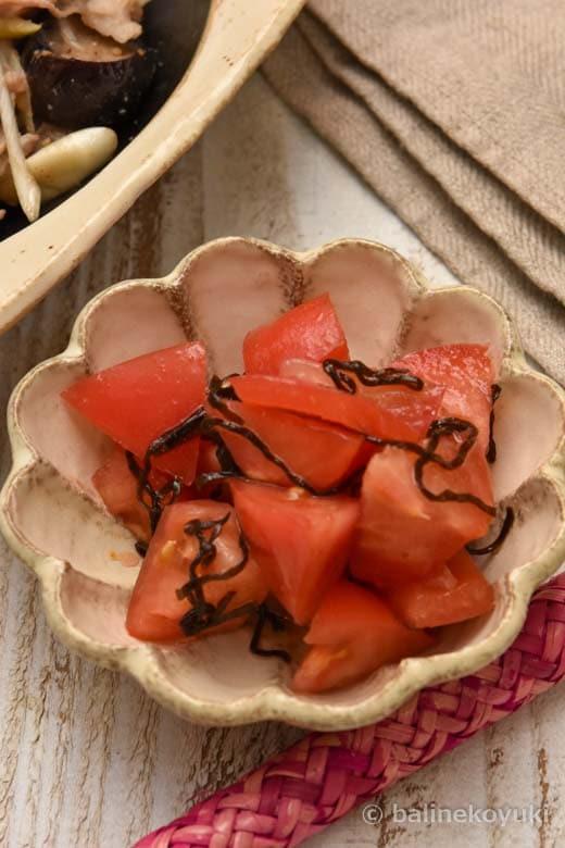 トマトと塩昆布のピリ辛和え