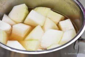 冬瓜を煮る
