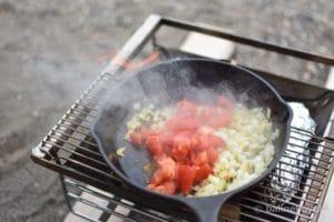 トマトを絡める