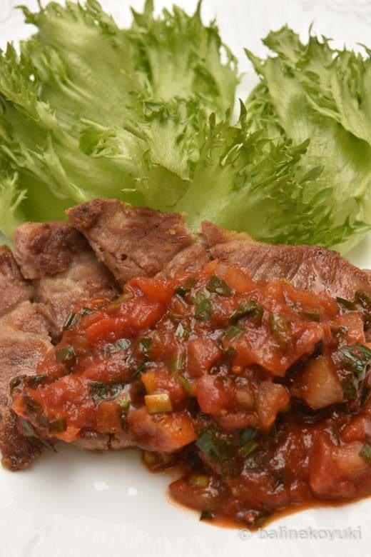 豚ロース肉のトマトニラソース