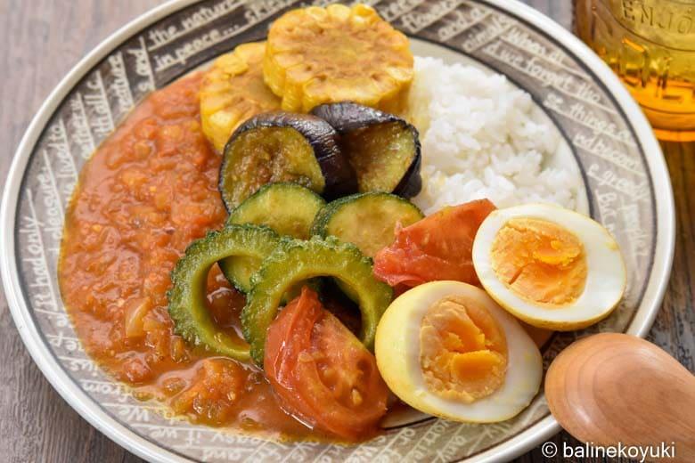 トッピングで楽しむ夏野菜のスパイスカレー